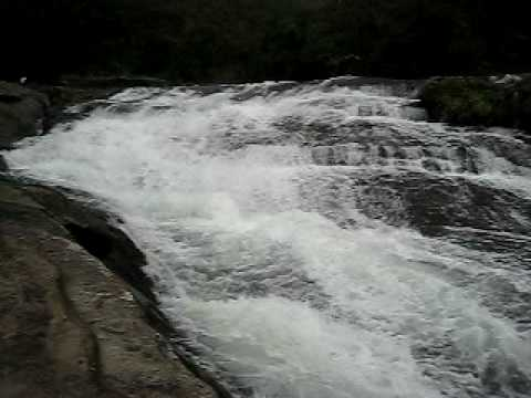 カンビレーの滝。西表島にて