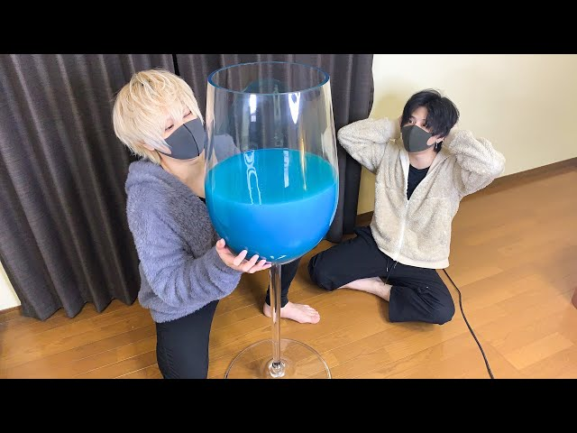 巨大ワイングラスで映えカクテル作った兄弟が爆飲みやらかしwww japanese brothers makes HUGE cocktail in the house