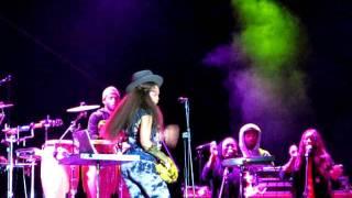 Erykah Badu Live In Wroclaw 2011-Kiss me on my neck
