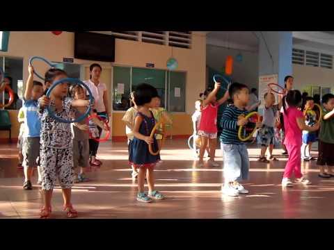 Nhật Thư tập thể dục- Lớp chồi 4-  Trường Mầm Non Họa Mi 2- 18/10/2013