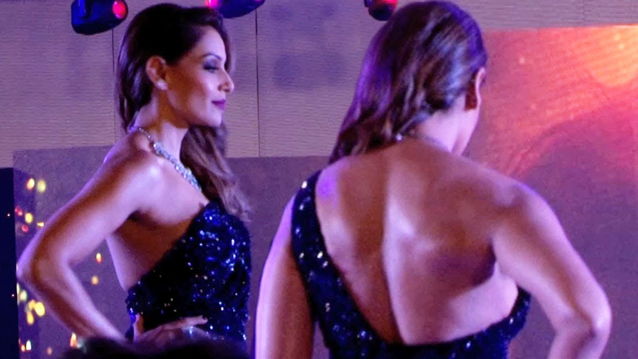 bipasha basu hot back show at 21st globoil india awards 2017 - youtube