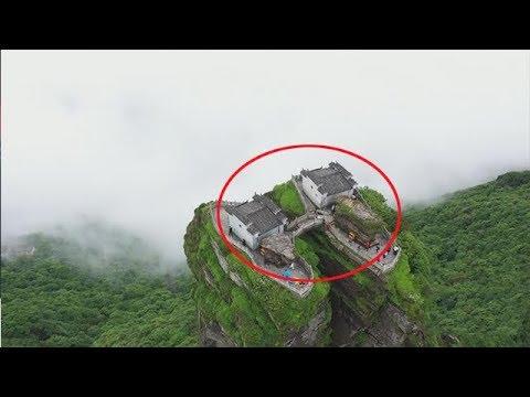 貴州大山一奇峰上的兩座房子,這麼高的地方,怎麼建上去的?【貴州李俊】