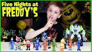 - Кирилл распаковывает игрушки аниматроников Five Nights at Freddys FNAF World Пять ночей с Фредди