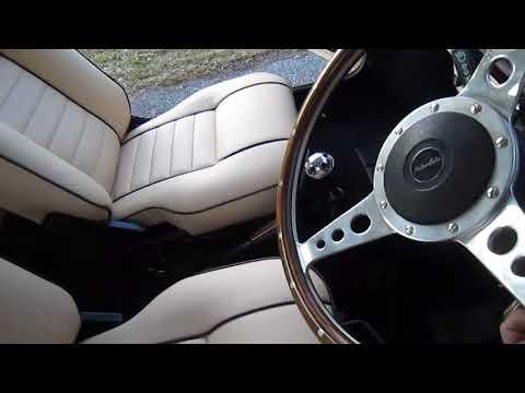 Classic Mini Cooper with Newtons interior walk around.