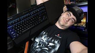 GRANIE NA SOFIE? (Corsair K63, Gaming Lapboard)