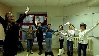 Хор девочек-зайчиков из Саратова поет на уроках. И как поют то!