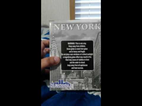 New York snow globe unboxing
