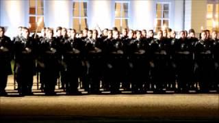 Großer Zapfenstreich Gauck - Helm ab zum Gebet