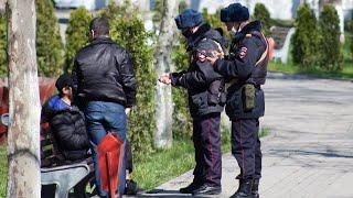 Таджики массово возвращаются домой нелегальные туристы в Баку Коронавирус в СНГ