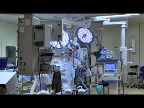 Нейрохирурги