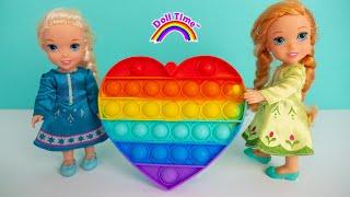 Fidget Toy Trading! Elsa Anna Last Day of School -Teacher gets cross