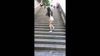 Subir escadas dançando, muito legal