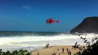 Resgate em Itacoatiara de ressaca pelo GMar com Helicóptero - maio de 2011