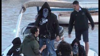 Napoli - Liberato, in migliaia acclamano il rapper senza volto (10.05.18)