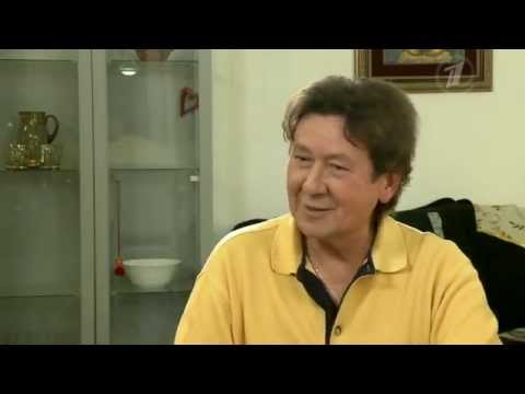 "Программа ""Пока все дома"" - в гостях у заслуженного артиста России певца Альберта Асадуллина."