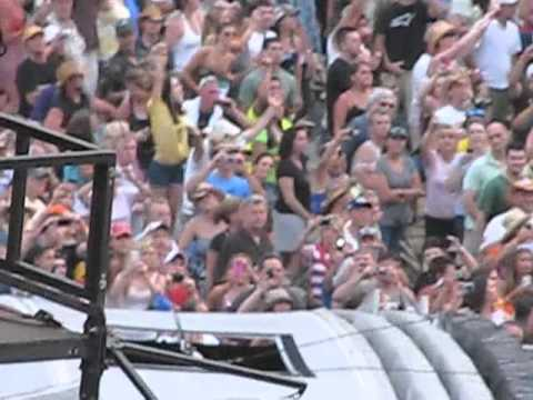 Kenny Chesney Opens Concert Floating Over the Crowd and Sings Live A Little