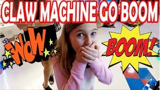CLAW MACHINE GO BOOM! EPIC Claw Machine FAIL and Arcade game play fails. Fun Arcade Fails!