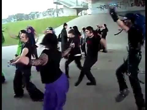 Danse Tecktonik chez les gothiques