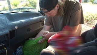 A Day In the Life Of A Homeless, Single Father Raising His Toddler Alone: 'I Can't Give Him The W…