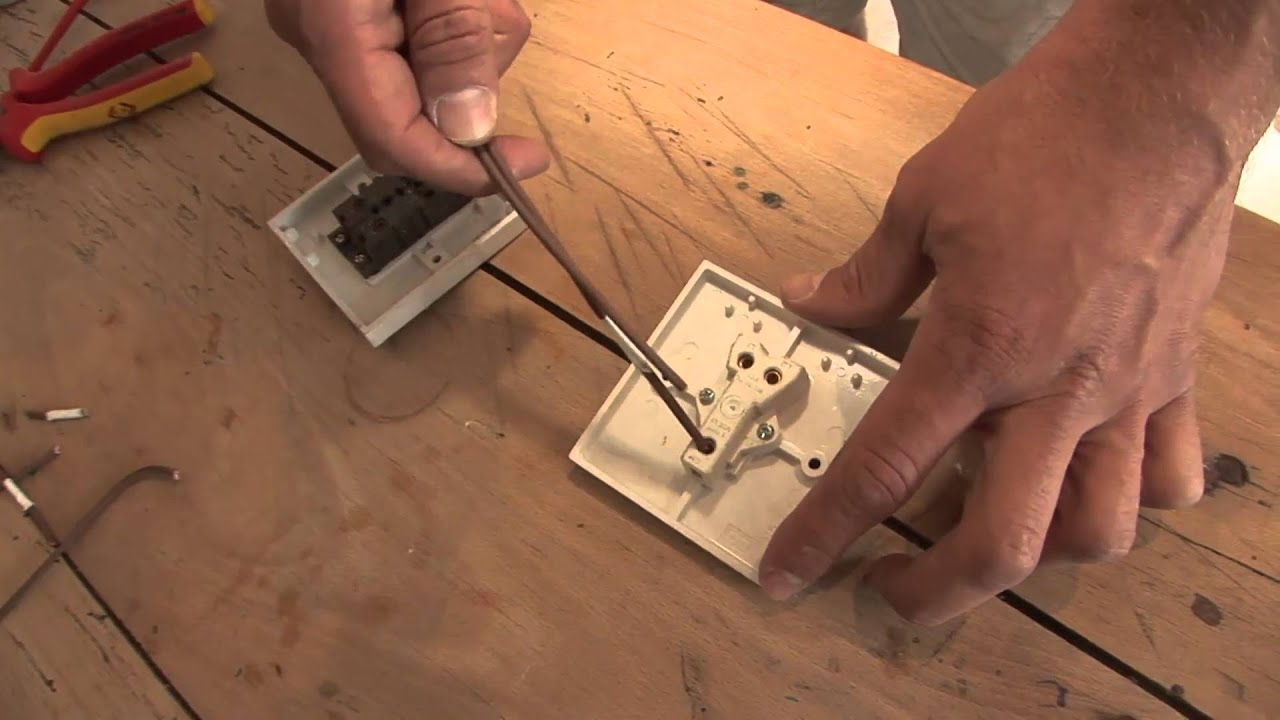 How To Wire A Two Way Switch - YouTube