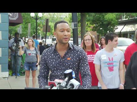 C-Rob Blog (58472) - John Legend Performs Surprise Concert in Dayton