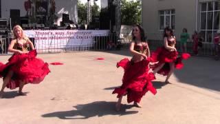 Восточно-испанский танец.(Dance Hayat. Старые Петровцы., 2013-06-24T12:06:55.000Z)