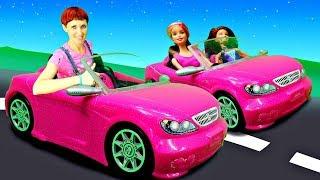 Маша Капуки и Барби собираются на пляж. Видео для девочек.
