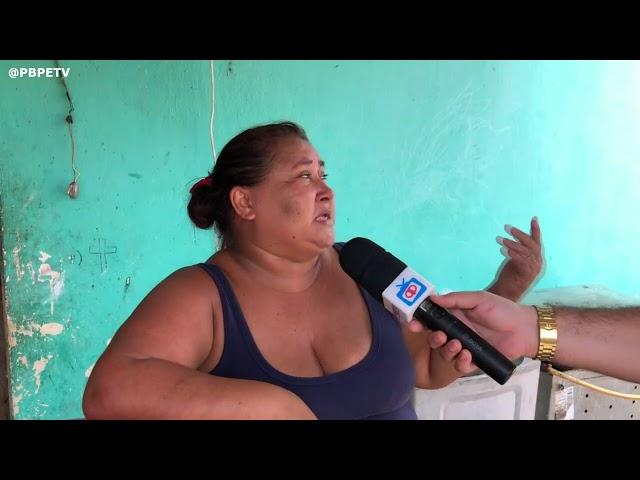 MULHER DO BAIRRO FRANCISCO CORDEIRO DE ITAMBÉ, SOFRE COM FALTA D'ÁGUA