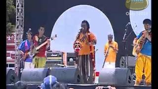 "Gomad festival 2012 - day 2: la pongal performing live ""vandiyila nellu varum"" at fernhills palace, ooty."