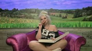 Trisha Paytas eats an entire pizza (MUKBANG) (Celebrity Big Brother)