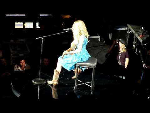 Taylor Swift 15 Live from Chicago 09 w Lautner