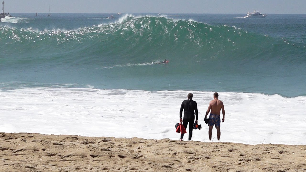 The Wedge - Big swell rapidly rises and surfers charge (RAW Footage)