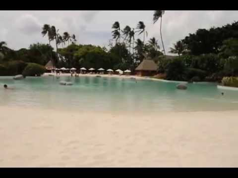 lemeridien papeete tahiti sand bottom swimming pool youtube. Black Bedroom Furniture Sets. Home Design Ideas
