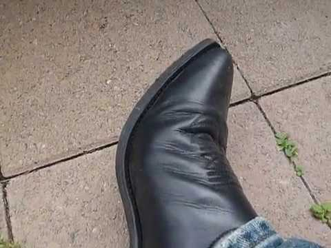 how to clean muddy boots