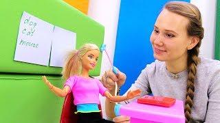 Барби учительница в школе. Видео для девочек