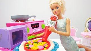 Игры с Барби. Готовим пиццу по фирменному рецепту!