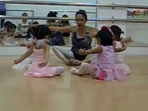 Ballet Class at Twinkle Toes 1 - YouTube