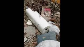 Guanti, mascherine e rifiuti sulla spiaggia di Campomarino Lido