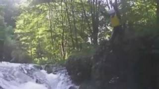 NRAでのキャニオニング初級ツアー 滝壺にDIVE