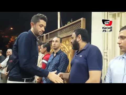 كريم محمود عبد العزيز وأحمد سلامة في عزاء الفنان ماهر عصام  - 23:21-2018 / 6 / 18