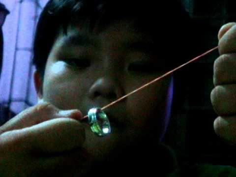 Ảo thuật với 1 chiếc nhẫn và 1 sợi dây thun đơn giản =))