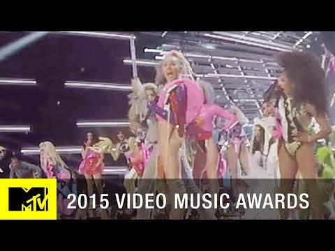 360 VR: Miley Cyrus Performs DOOO IT | MTV VMA 2015