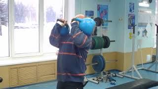 Жим гири сидя  мельницей 32 кг на 40 раз