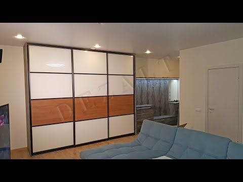 Шкаф-купе с открытой секцией для одежды