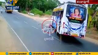Woman Escaped from Road Accident   Thanjavur   Tamil Nadu