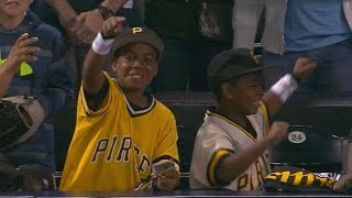 Bucs fans go nuts after Cutch gives gloves