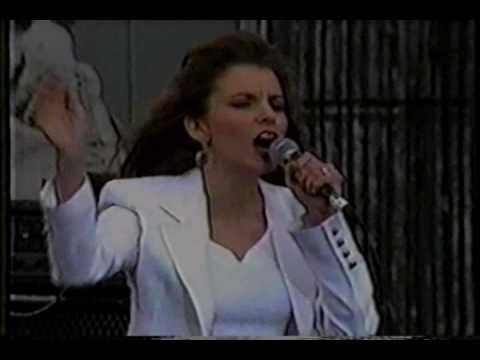 Martina McBride - 01 The Time Has Come - Farm Aid 1993
