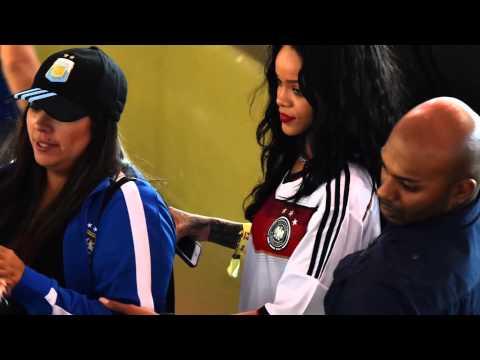 Rihanna montre ses seins en finale de la coupe du mondeиз YouTube · Длительность: 2 мин12 с