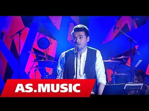 "Alban Skenderaj - Kur fjalet mungojne - ""Tingujt E Ditarit Tim"" ( Live Acoustic )"