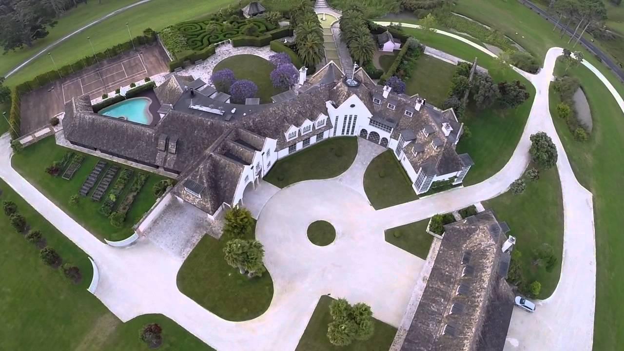 Kim Dotcom Xmas 2013 Mansion Fly Over By Quadcopter Youtube
